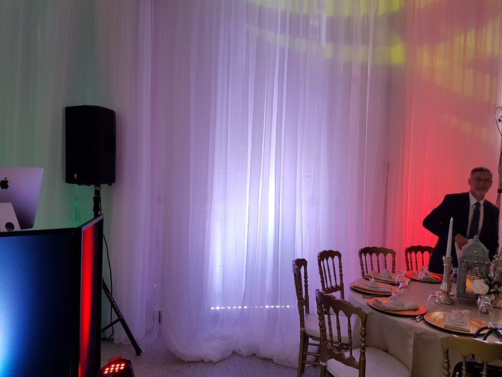 Éclairage Led bar Quad pour rideau blanc. pour salle de réception